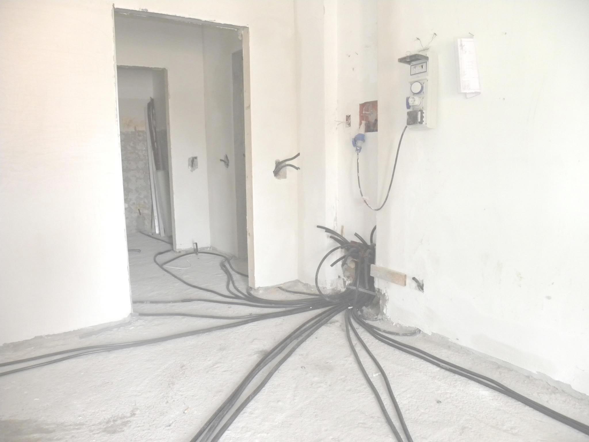 Quanto costa ristrutturare appartamento roma - Impianto elettrico in bagno ...